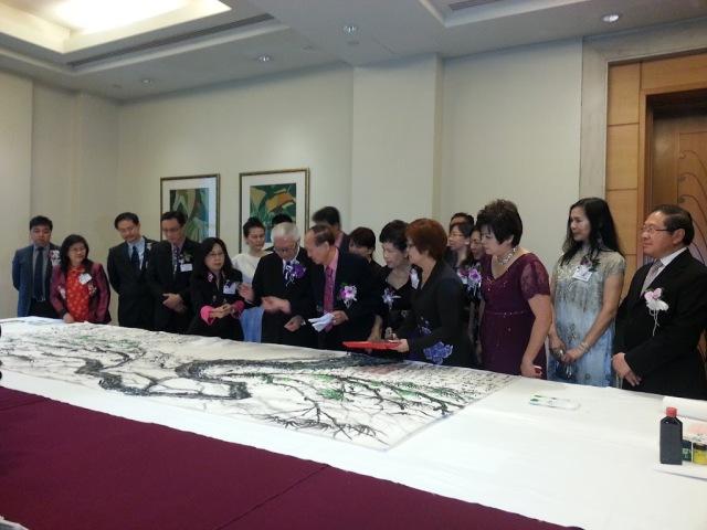 President Tony Tan signing 1000 people Pine Tree